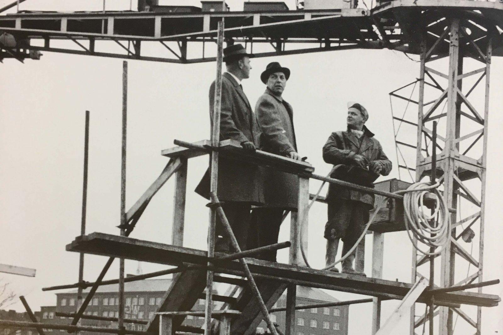 Byggmästare John Mattson på bygge, 1961