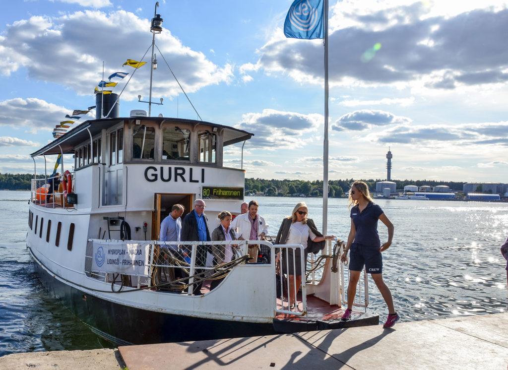 Båten Gurli med lastkajen