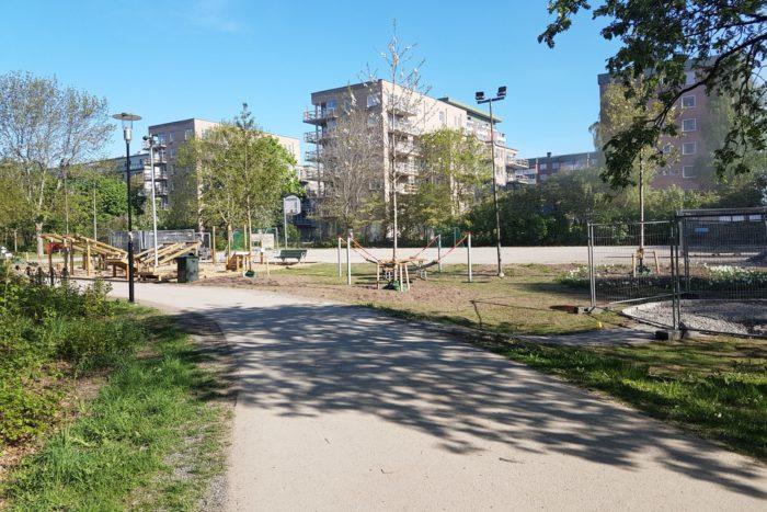 Parkhusen i Larsberg på Lidingö, sedda från Larsbergsparken.