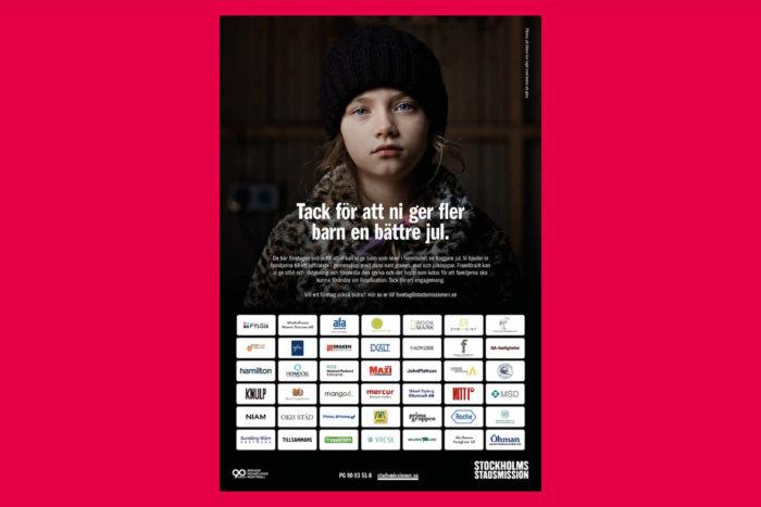 Helsidesannons ur Dagens Nyheter. Ett ledset barn på bild samt logotyper till omkring 50 företag som donerat pengar till Stockholms stadsmission.
